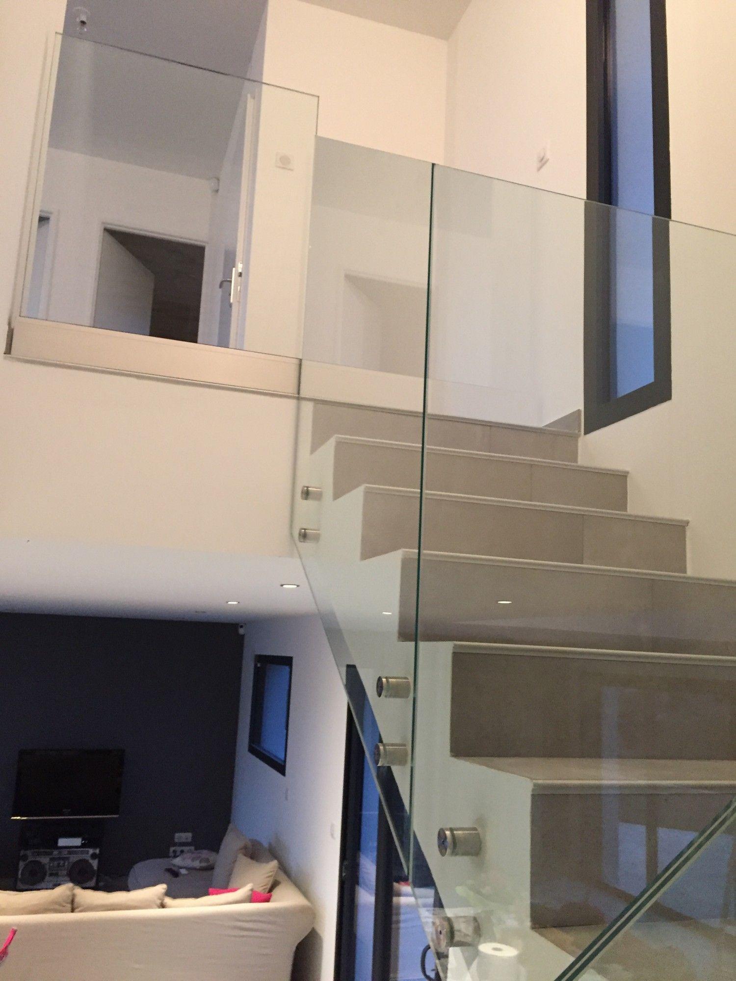 garde corps tout verre pour un escalier d 39 int rieur design marseille alberstore. Black Bedroom Furniture Sets. Home Design Ideas